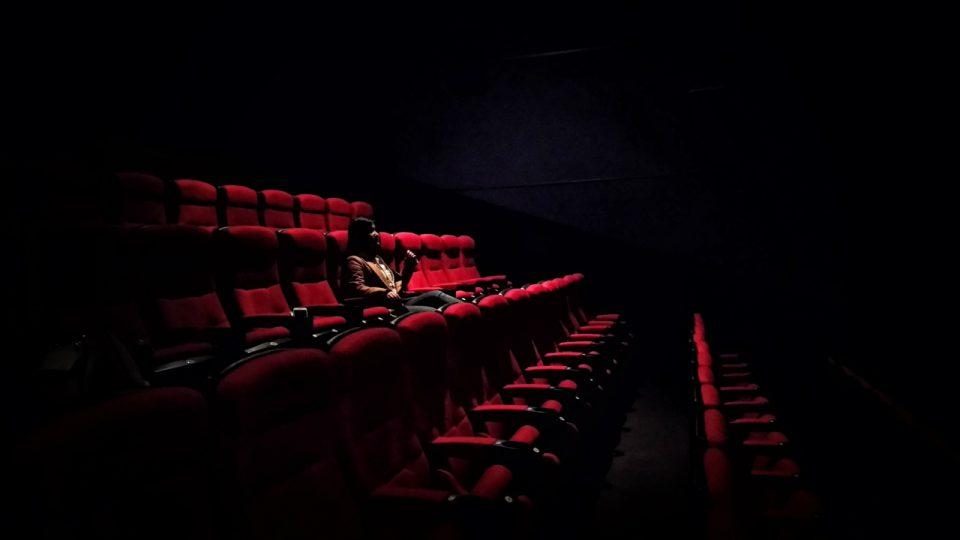 alleen in een bioscoop
