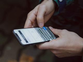 typen op smartphone